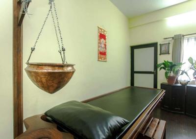 Shirodhara bed